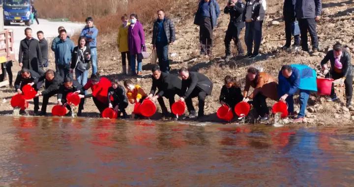 抚松县组织开展渔业增殖放流活动