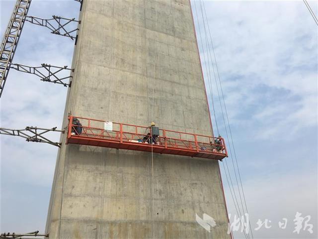 棋盘洲长江大桥建设者:以绣花的韧劲造精品桥