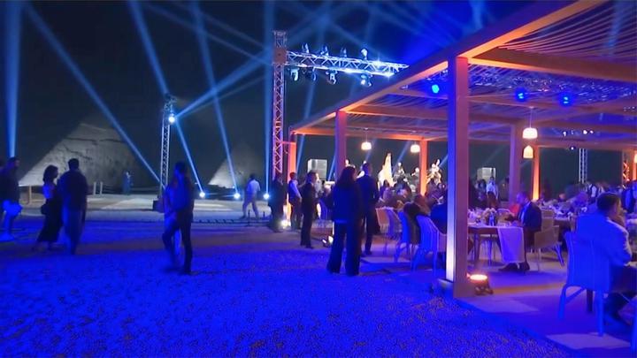 埃及金字塔景区首家观景餐厅开张 网友:这陵墓毫无阴森感!