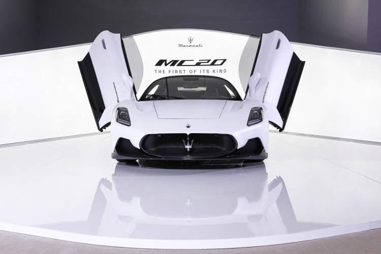玛莎拉蒂MC20闪耀上海宝龙美术馆,上演机械艺术盛宴