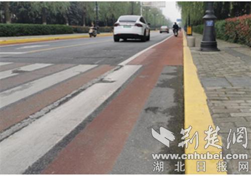 襄阳市部分路段施划禁停标线 规范交通秩序