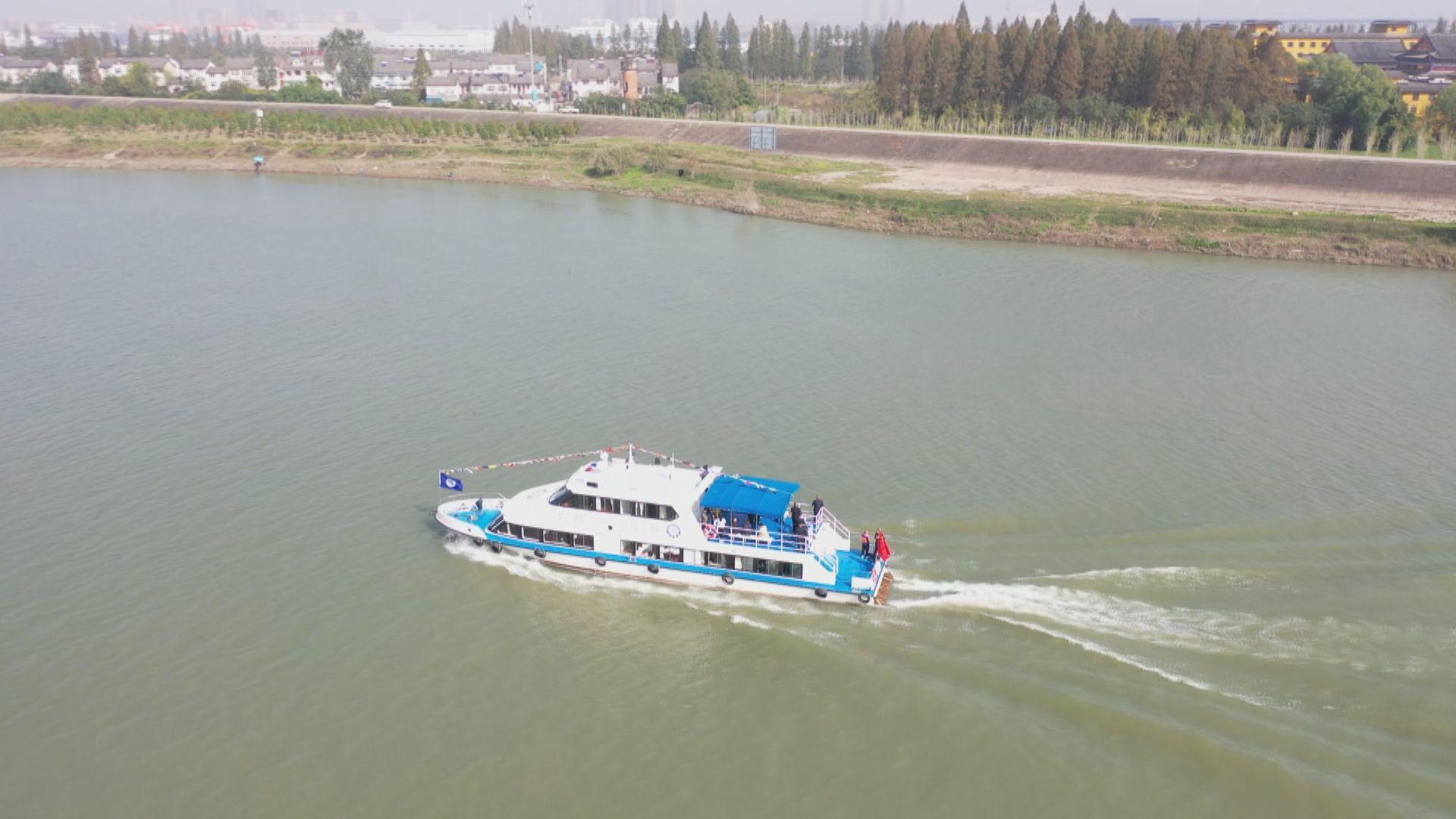东西湖区第一艘水政执法艇正式投入使用