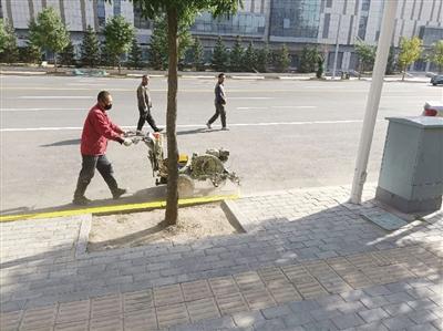 【青城眼】首府规范火车东站周边机动车停车秩序