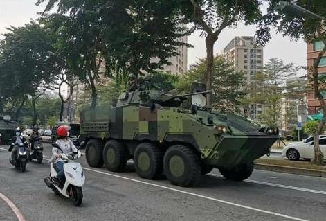 ▲云豹装甲车现身台中街道(图:台媒)