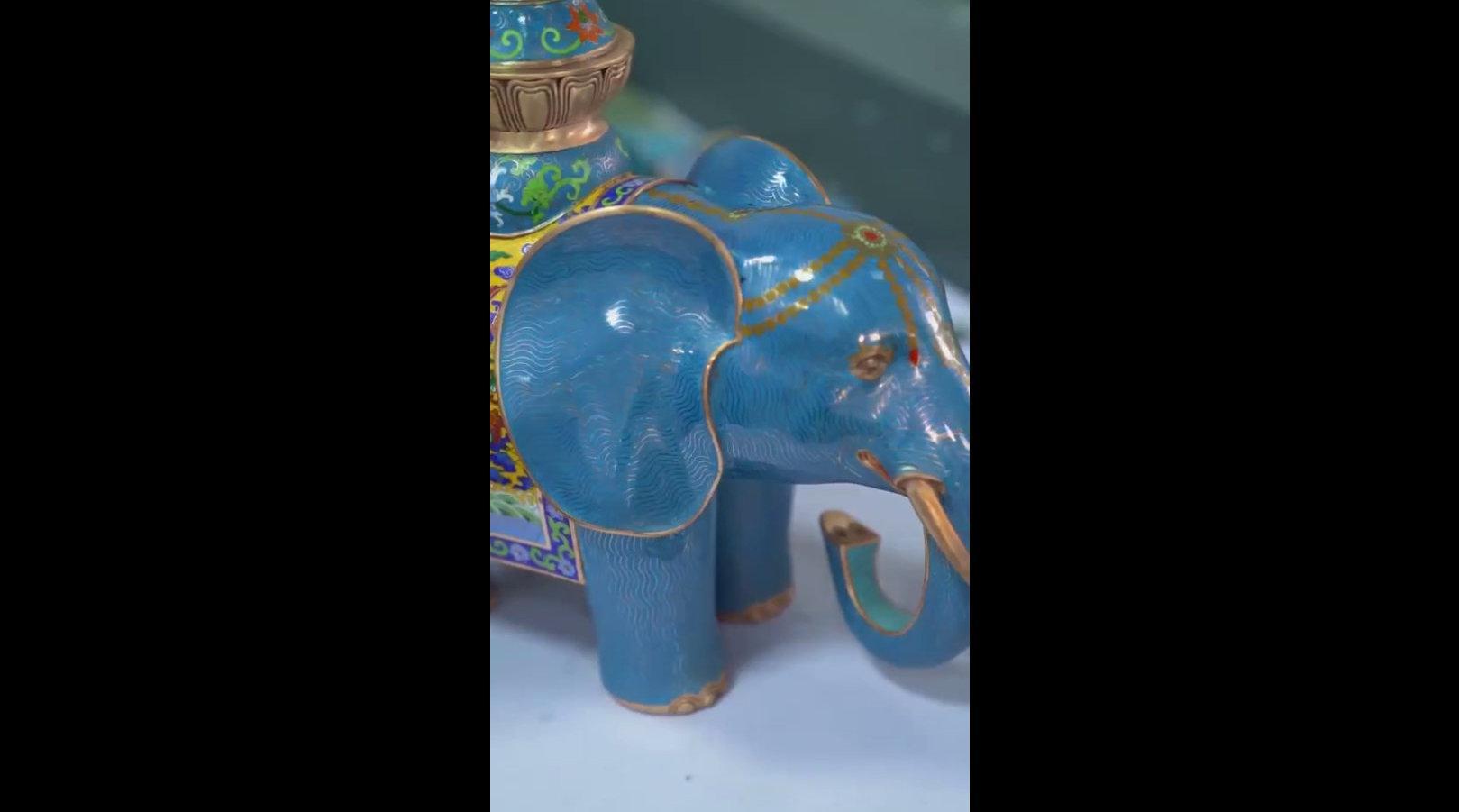 非遗传承,烈火中涅槃而生的景泰蓝铜工艺品。 来源:艺术一分钟