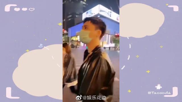 明星街头被偶遇:王嘉尔化身热心市民被采访……