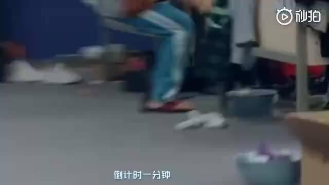 《创造营2019》王晨艺因为跑的太快拖鞋直接卡jio……