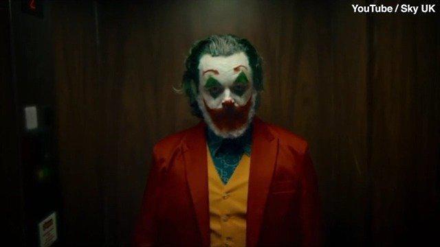 辛妈的发福小丑视频来了,我好怕她从楼梯上咕噜下去哈哈哈哈哈