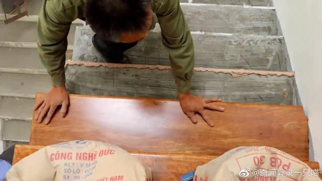 楼梯铺地板,真正的实木地板,第一次见这样操作的