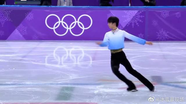 男子花样滑冰精彩动作,张扬的舞姿加上自信的脸庞,堪称完美!