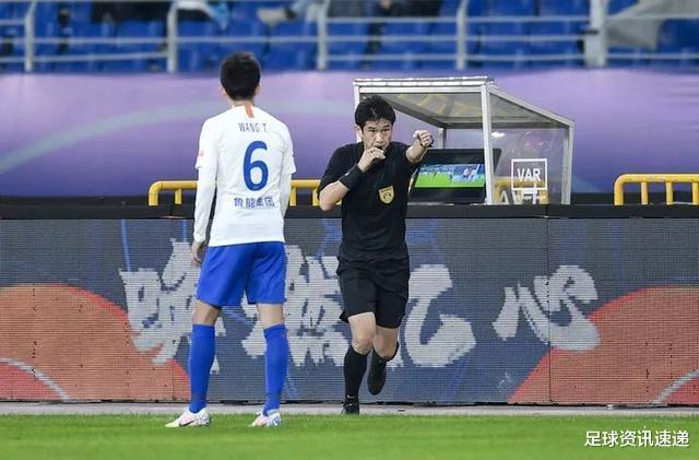 曹赟定对裁判出口成脏拿红牌,是球员不专业还是国产裁判该升级?