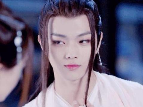 有种差距叫男星穿女装,王俊凯王一博还好,看到郑业成:太精致了