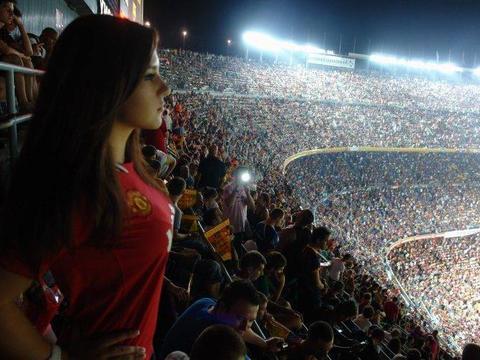曼联申请2万球迷入场观战!踢一场亏500万,索帅渴望观众回归