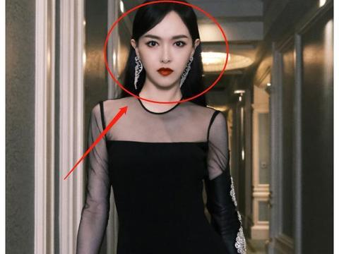 唐嫣穿黑裙御姐范十足,无精修图放大十倍,这腿型确定真实存在?