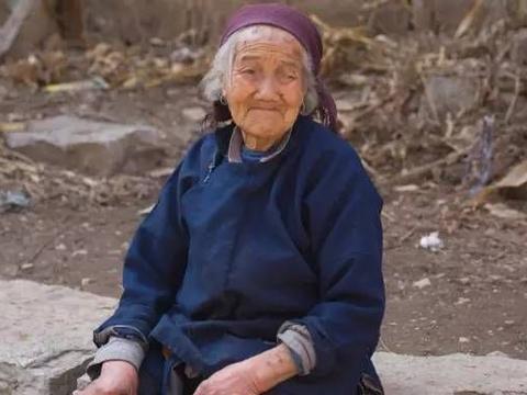 """乡村真正的""""女汉子""""——我的三奶奶"""