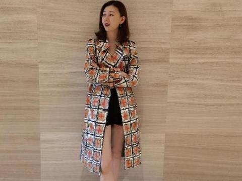 范志毅小17岁娇妻变身时装博主!颜值很高很低调,比范斯晶显年轻