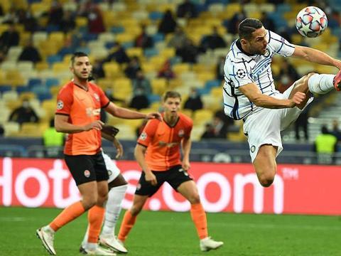 国米还要忍孔蒂到何时?欧冠将要连续两赛季吃瘪,联赛也没优势