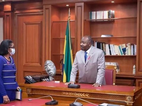 加蓬总统阿里邦戈承诺尊重宗教信仰也要保护加蓬人民健康