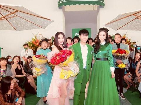 范冰冰终于不怕人抢风头!穿绿色长裙亮相本土时装秀,独享巨星范