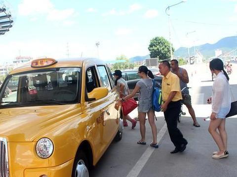 深圳:妙龄女为赖打车费诬告的哥喊男友打人出气,结果倒赔4000块