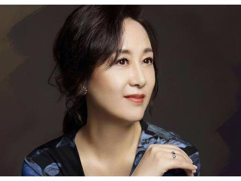 """她事业巅峰隐退嫁给世界冠军,""""女儿""""是姚晨,如今57岁主演新剧"""