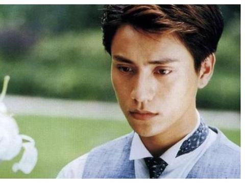 28岁李佳琦与44岁陈坤同框,同款的发型,网红VS明星的差距
