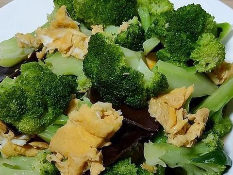 常吃西兰花好处有太多,学会最健康的吃法,不用焯水,出锅比肉香