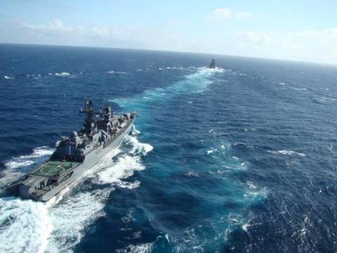 新型导弹试射之际,美国战舰突然闯入禁区,军方:不打第一枪