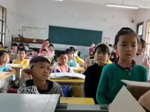 女孩考第一奖励太丰盛惊出表情包