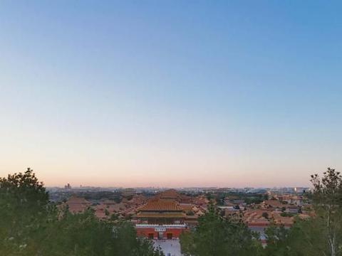 站在故宫博物院北边 不但能俯瞰故宫全景还是看日出的好地方