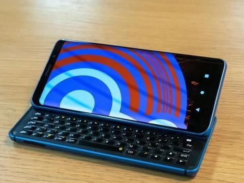 搞机社区XDA推出首款自研手机:外形、配置复古