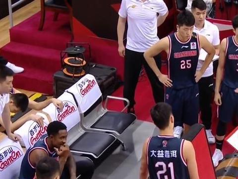 针对性吹罚?广东男篮卫冕路难行!球迷:赵睿被禁赛是因为这一点