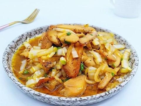 十块钱鸡胸肉,配上白菜一起炒,鲜香滑嫩,香气四溢,好吃又下饭