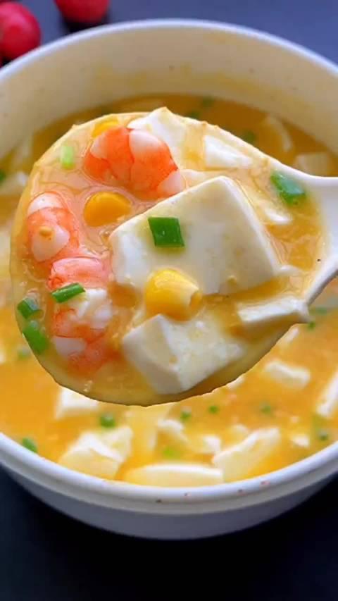 咸蛋黄豆腐羹这样做,鲜嫩好吃到停不下来