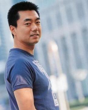 李成儒是他的贵人,要不然演不了《重案六组》,还只是替身或配角