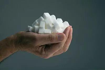 """为何,糖尿病者,越来越多?这4大习惯不改,血糖易""""超标"""""""