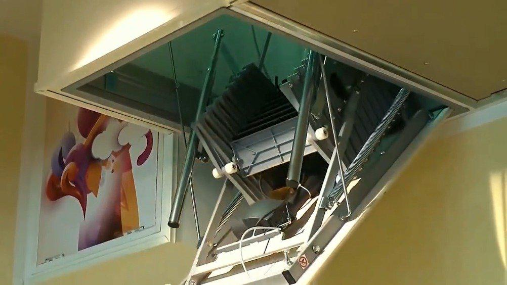 大学生发明自动伸缩的楼梯,满满的都是黑科技……