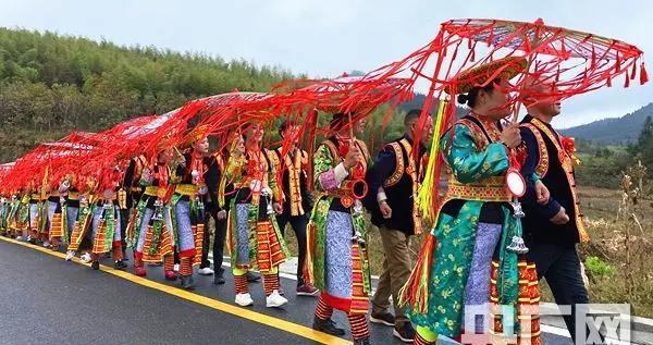 湖南隆回举办扶贫脱单集体婚礼