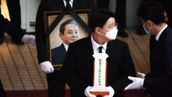 三星会长李健熙出殡仪式今举行,将安葬在家族墓地