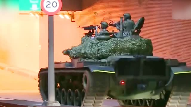 """台军启动战备训练操演 """"云豹""""装甲车开上路"""