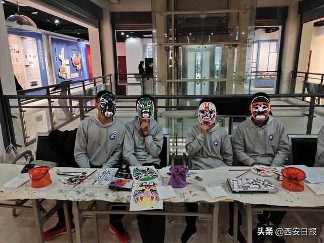以脸谱创作促文化交流 两岸三地青年学子古城西安体验秦腔文化