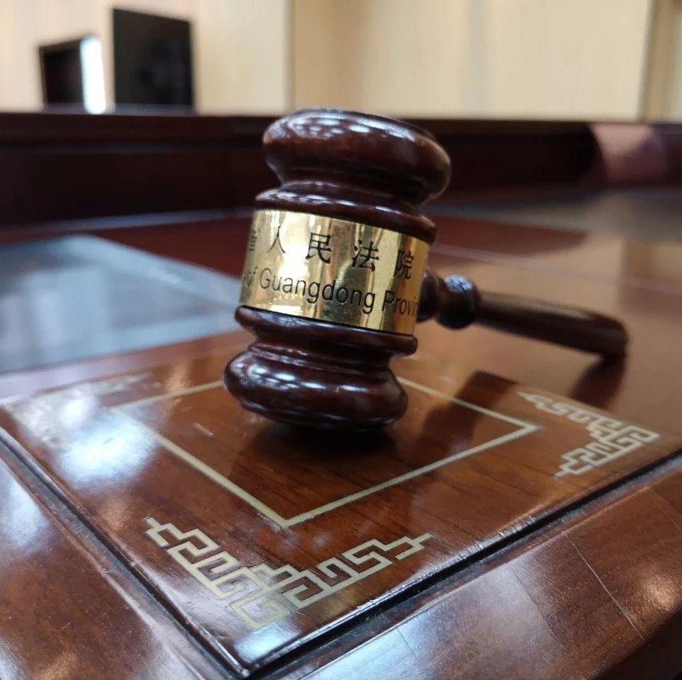"""广州一男子被物业称""""碰瓷英雄"""",一怒之下将物业告上法庭"""