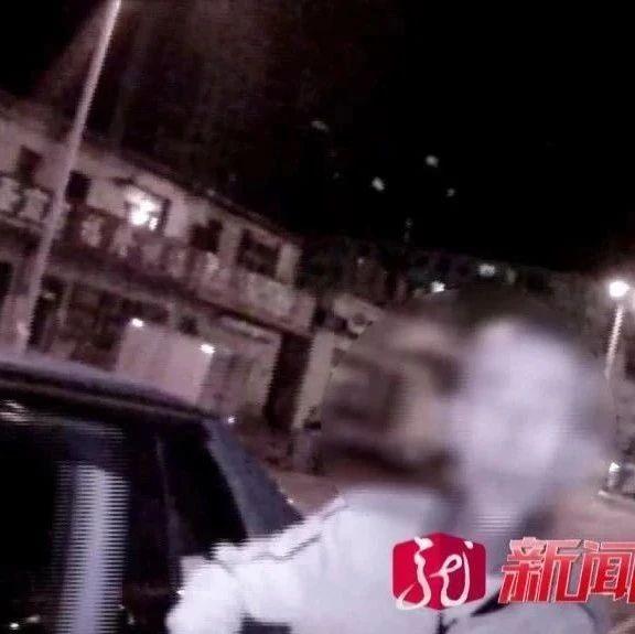 龙江一男子手持镰刀,宾馆门前嚷着找人!最后……交警都来了!