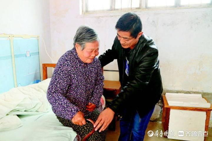 孝行齐鲁丨56岁乡村教师带81岁老母亲上课,背后故事感人至深