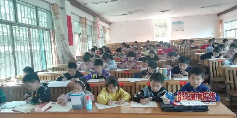 """邵东市廉桥二小举行""""书香校园""""书画比赛"""