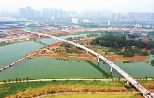 浏阳河上添步行廊桥