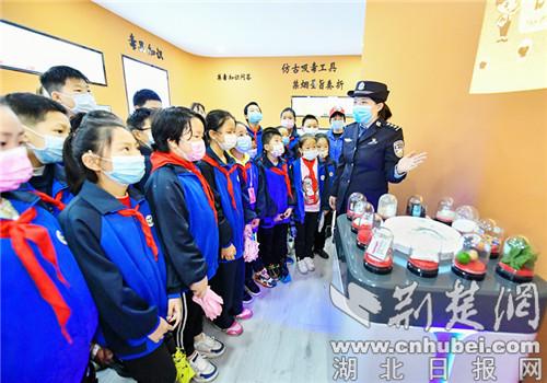 保康警校携手上好中小学生禁毒教育课