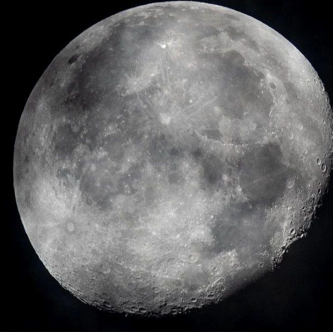 新发现!NASA首次证实月球光照面存在水