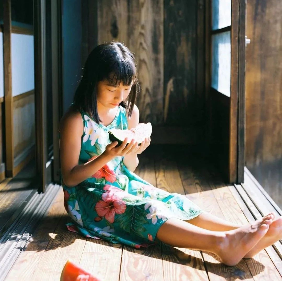 日本爸爸为心脏病女儿拍照十年,10000张照片看哭了全世界!
