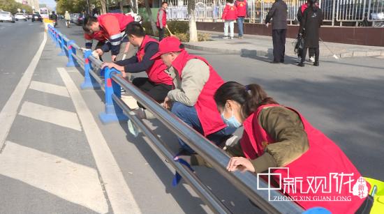"""金昌志愿者""""变身""""环卫工人 常态长效打造精致城市"""